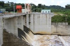 Presa de la central hidroeléctrica de Djibloho