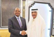 El presidente de BDEAC Fortunato-OFA Mbo Nchama y el presidente del Banco Islamico de Desarrollo (BID), Bandar Al Hajjar.