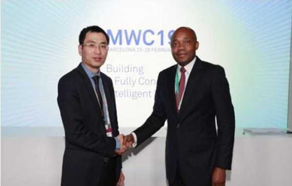 Saludo antes de la reunión con responsables de la empresa Huawei