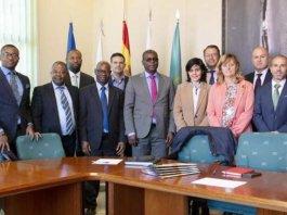 La delegación de Guinea Ecuatorial con el equipo directivo durante su visita a la Uniersidad de Cantabria, España.