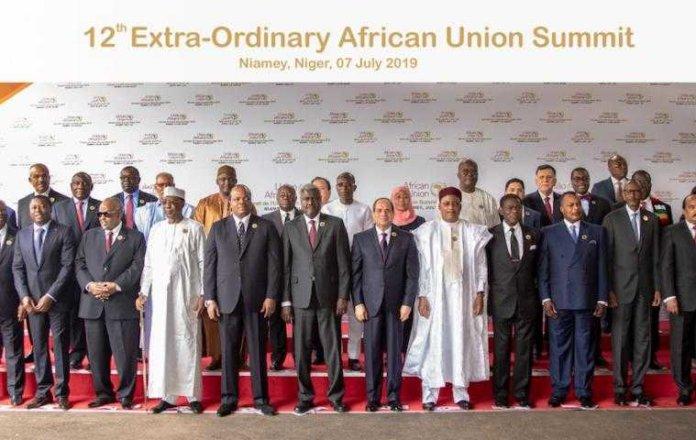 Lideres africanos durante la cumbre extraordinaria de la Union Africana en Niamey el 7 de julio