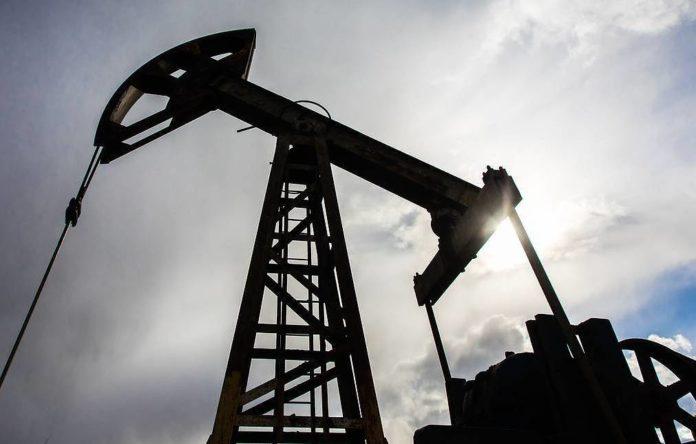 Perforación de petróleo en tierra firme.