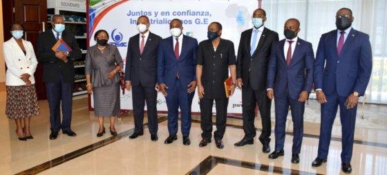 BDEAC y la empresa de Guinea Ecuatorial Grupo EVITA firman un acuerdo de financiación para la construcción de una fábrica de papel en Bata
